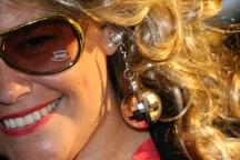 Please, look at those earrings...